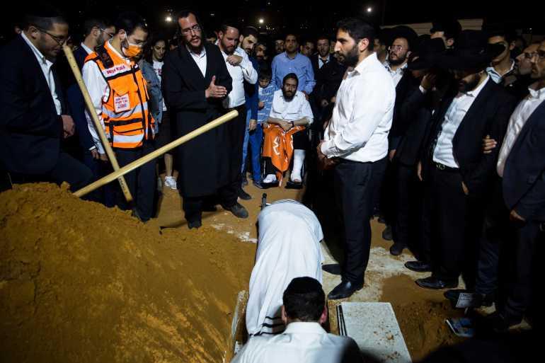 إسرائيل تستأنف تشييع ضحايا حادث التدافع بعد انتهاء عطلة السبت