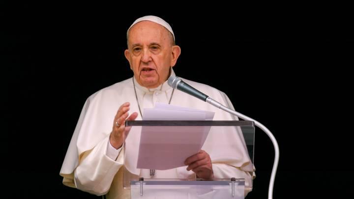 """البابا يعرب عن """"ألمه"""" دون اعتذار بعد العثور على رفات أطفال في مدرسة كندية للسكان الأصليين"""