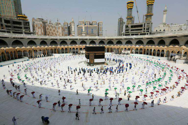 السعودية تسمح لستين ألفا من سكانها الملقحين بأداء الحج