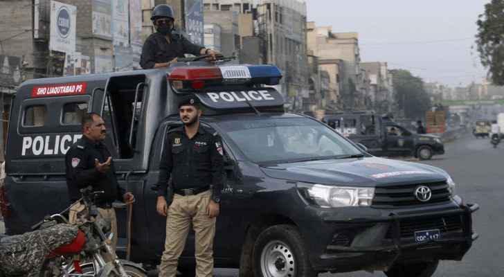 شرطي باكستاني يقتل بساطور رجلا برأته المحكمة من تهمة التجديف
