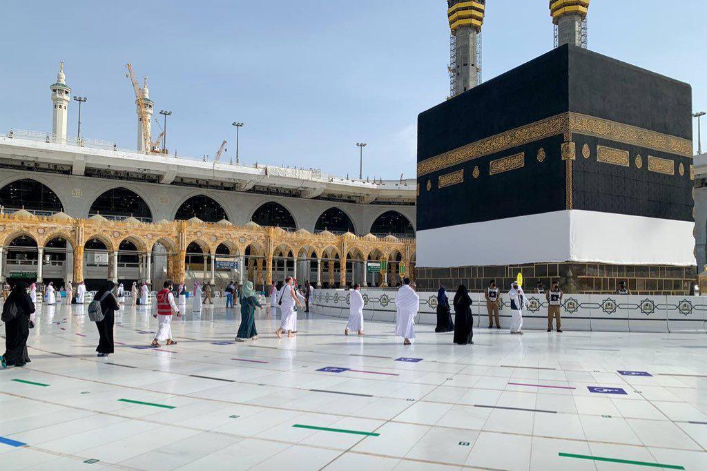 فرح ودموع لدى الحجاج المحظيين الى مكة