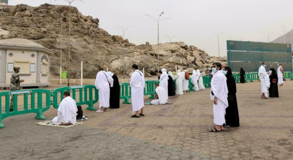 الحجاج على صعيد عرفات لتأدية الركن الأعظم من الحج الثاني في زمن كوفيد