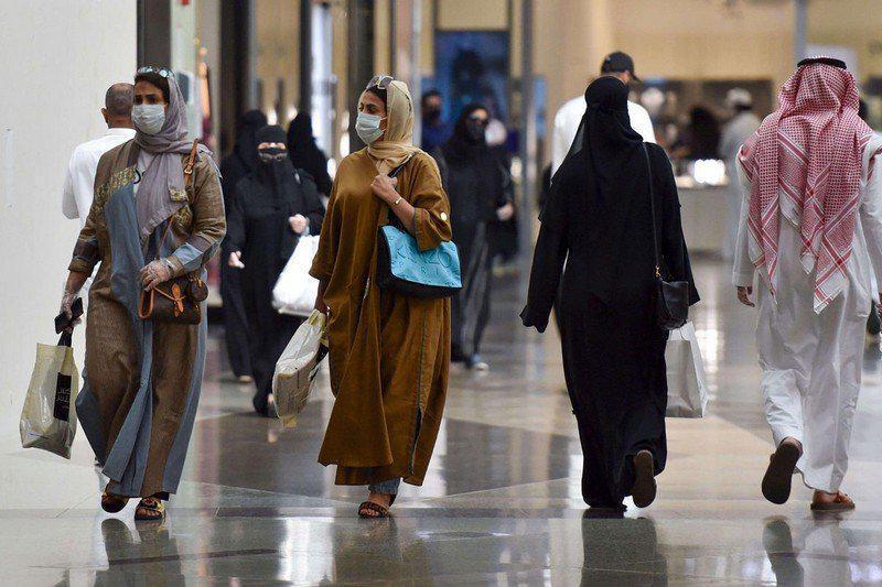 السماح بفتح المتاجر في أوقات الصلاة في السعودية