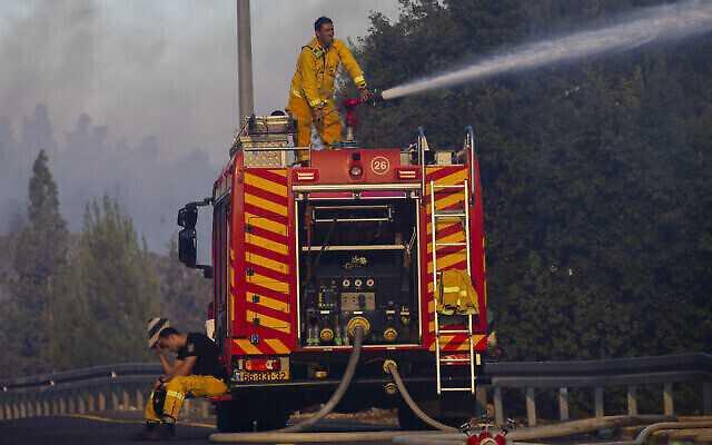 السلطة الفلسطينية أرسلت طواقم إطفاء للمشاركة في إخماد حرائق القدس