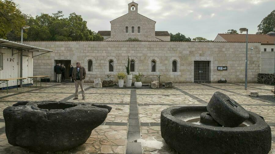 سرقة صليب قرب كنيسة تكثير الخبز والسمك في الجليل بشمال إسرائيل