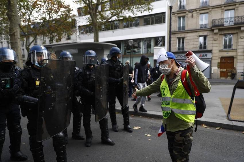 توقيف رجل مسلح قرب كنيسة في باريس