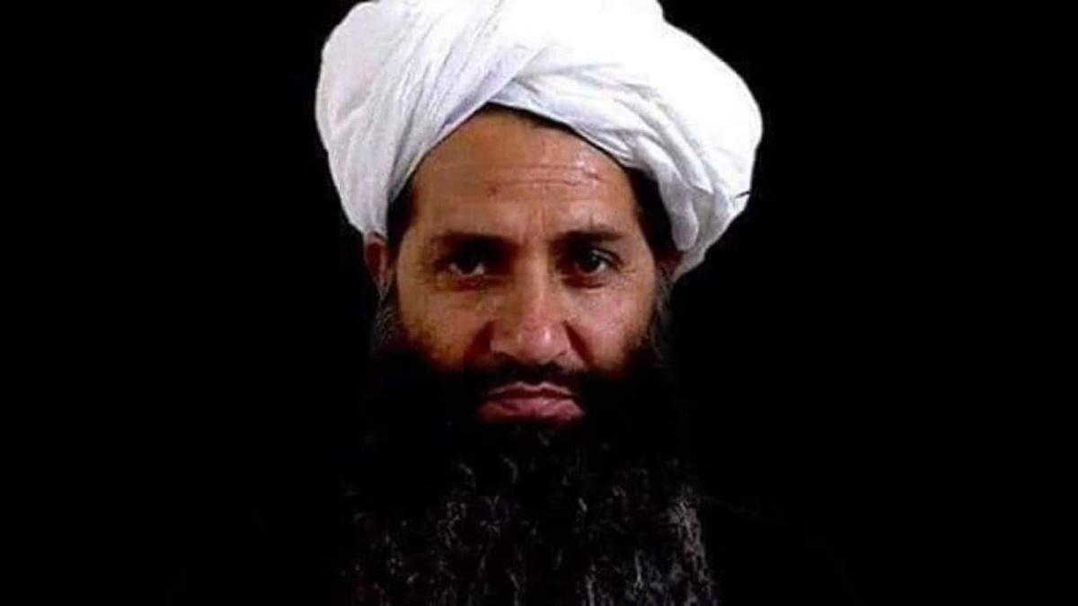زعيم طالبان يطلب من الحكومة الجديدة في أفغانستان التمسك بالشريعة