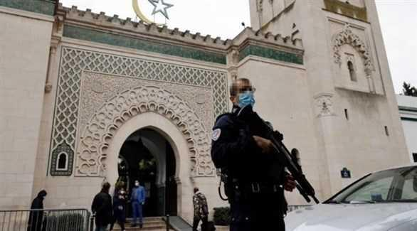 فرنسا تعتزم إغلاق ستة مساجد وحل جمعيات ترو ج للإسلام المتطرف