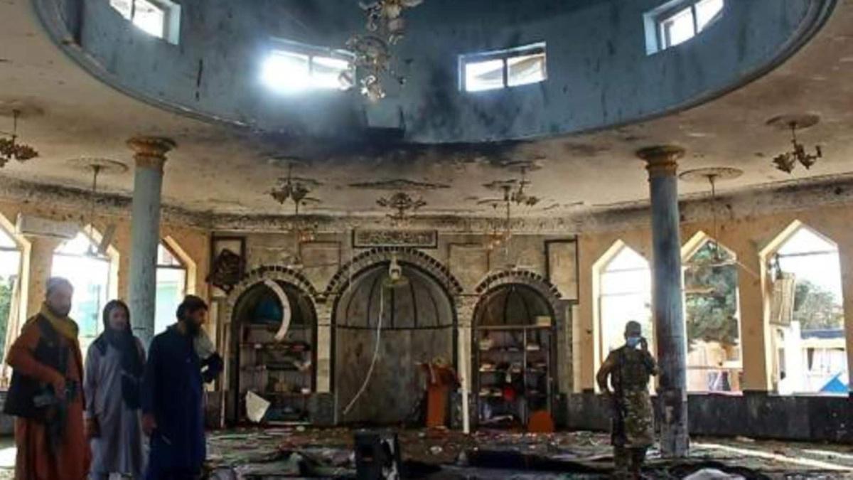 دفن ضحايا تفجير مسجد قندوز تزامنا مع أول لقاء بين مسؤولين أميركيين وطالبان