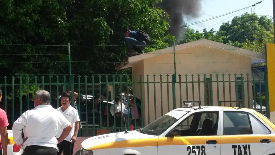 Video: toman y prenden fuego en la Secretaria de Educación de Chiapas