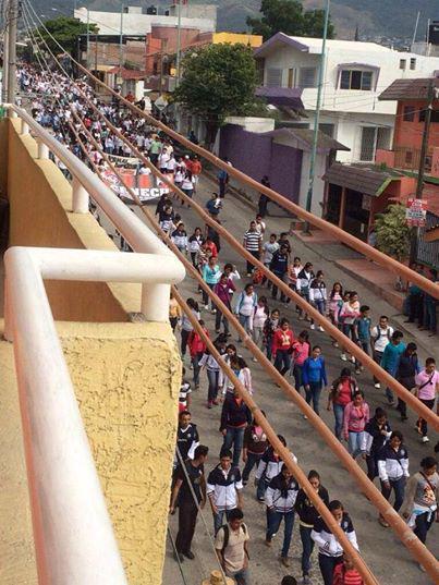 Manifestaciones en diferentes punto de Tuxtla al mismo tiempo que se realiza el desfile