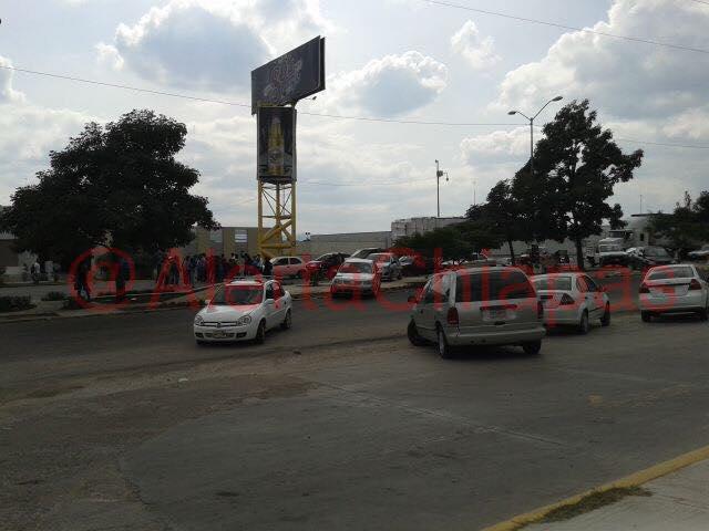 Bloqueado por alumnos libramiento norte a altura de coca cola, Tuxtla