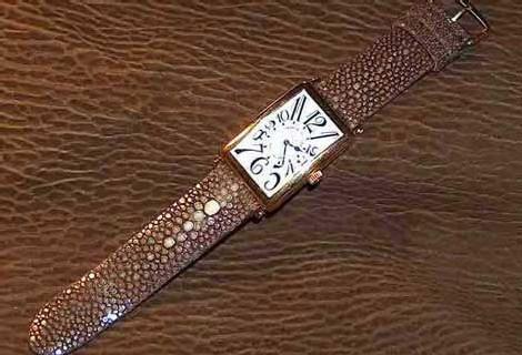 Le Galuchat, un cuir d'exception : la chronique du bracelet
